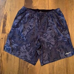 Men's lined blue and grey trail shorts zip pockets